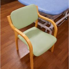 用意する物:椅子/出来ればひじ掛け付き